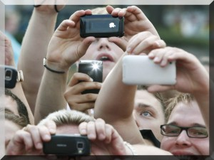smartphones_crowd2-300x225